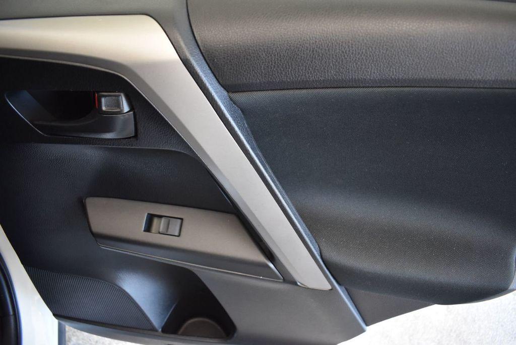 2016 Toyota RAV4 AWD 4dr LE - 18056363 - 23
