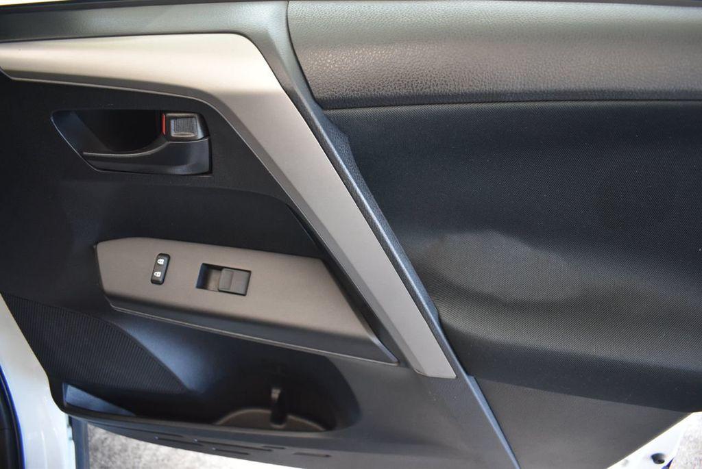 2016 Toyota RAV4 AWD 4dr LE - 18056363 - 25