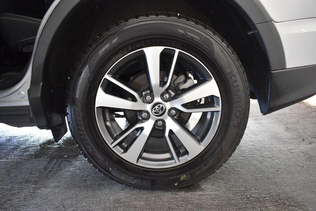 2016 Toyota RAV4 FWD 4dr XLE - 18194304 - 10