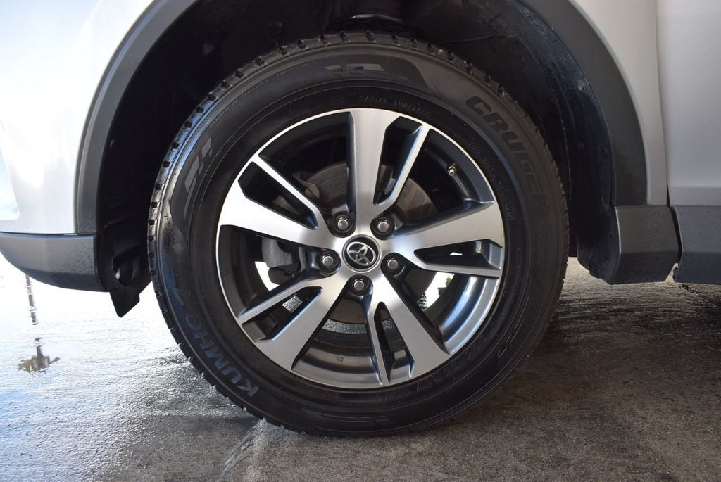 2016 Toyota RAV4 FWD 4dr XLE - 18194304 - 11