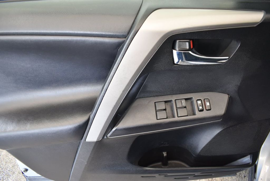 2016 Toyota RAV4 FWD 4dr XLE - 18194304 - 15