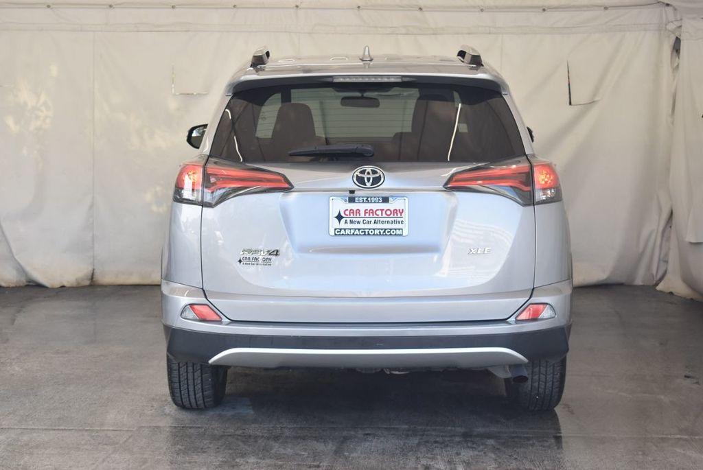 2016 Toyota RAV4 FWD 4dr XLE - 18194304 - 7