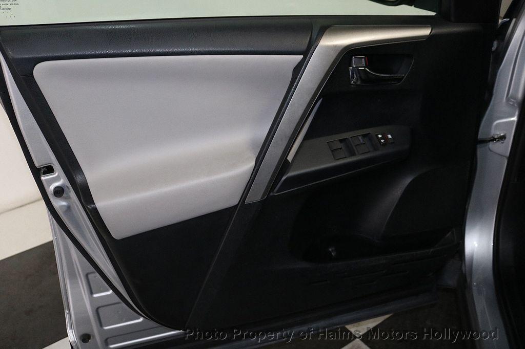2016 Toyota RAV4 FWD 4dr XLE - 18557864 - 10