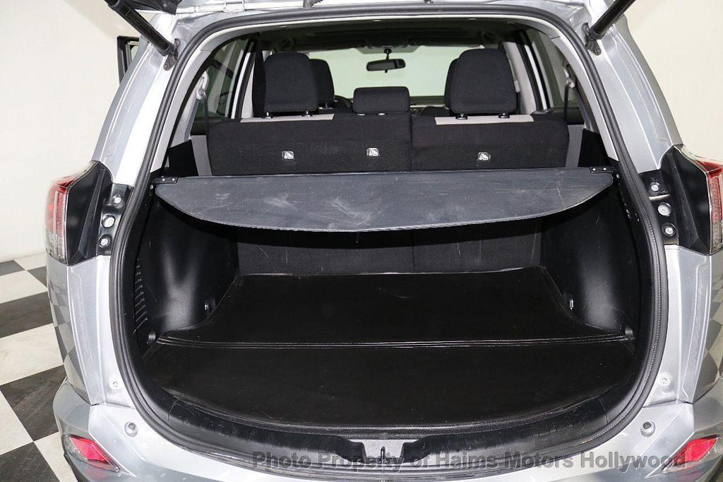 2016 Toyota RAV4 FWD 4dr XLE - 18557864 - 8