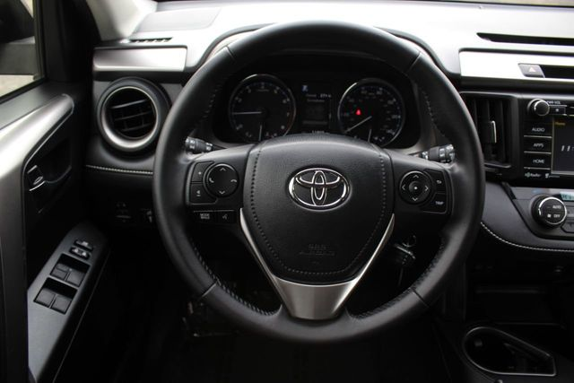 2016 Toyota RAV4 ONE OWNER AWD XLE - Click to see full-size photo viewer