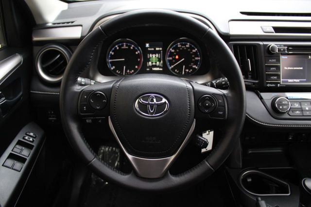 2016 Toyota RAV4 ONE OWNER AWD XLE MOONROOF - Click to see full-size photo viewer