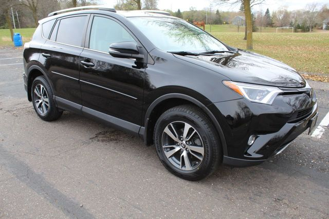 2016 Toyota RAV4 ONE OWNER AWD XLE MOONROOF****TOYOTA SAFETY SENSE PKG****
