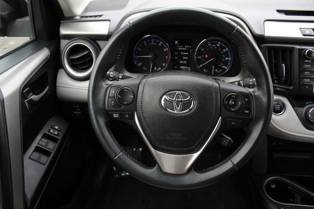 2016 Toyota RAV4 ONE OWNER AWD XLE MOONROOF****TOYOTA SAFETY SENSE PKG**** - Click to see full-size photo viewer