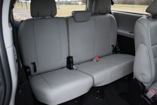 2016 Toyota Sienna LIMITED ONE OWNER AWD LEATHER MOONROOF - Click to see full-size photo viewer