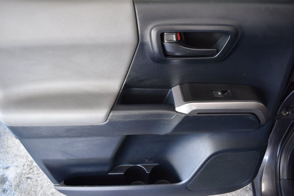 2016 Toyota Tacoma SR5 Double Cab 2WD V6 Automatic - 18194302 - 11
