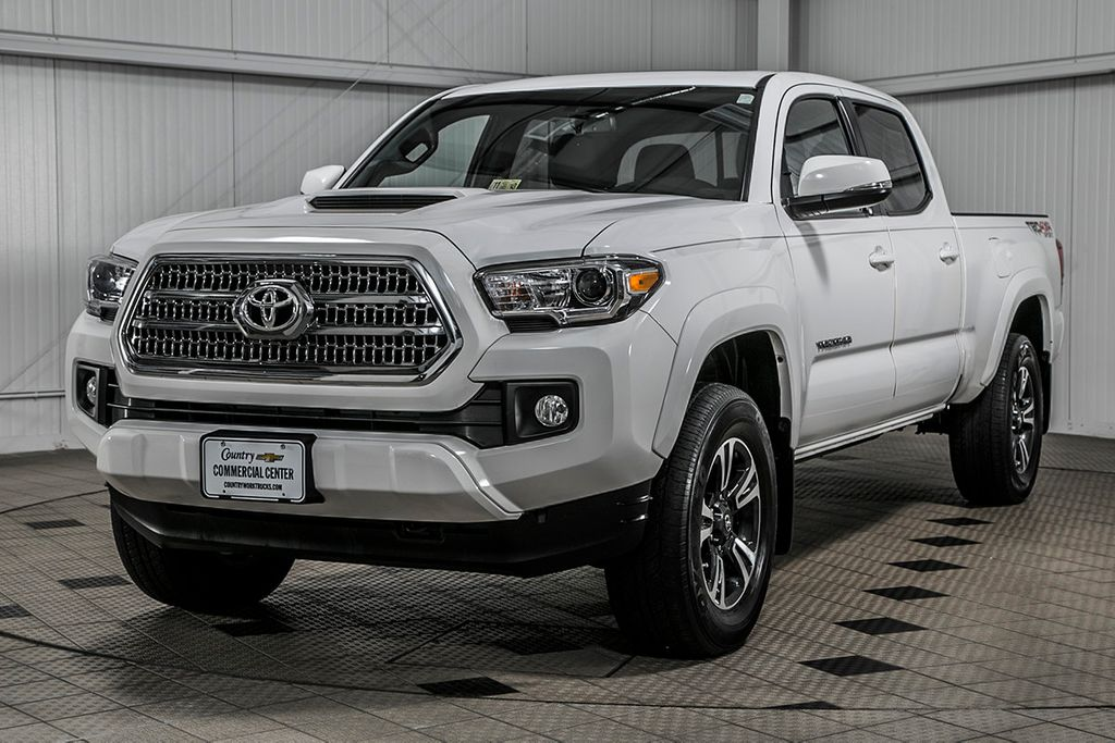 2016 used toyota tacoma tacoma crew sport 4x4 v6 navigation sunroof local trade at. Black Bedroom Furniture Sets. Home Design Ideas