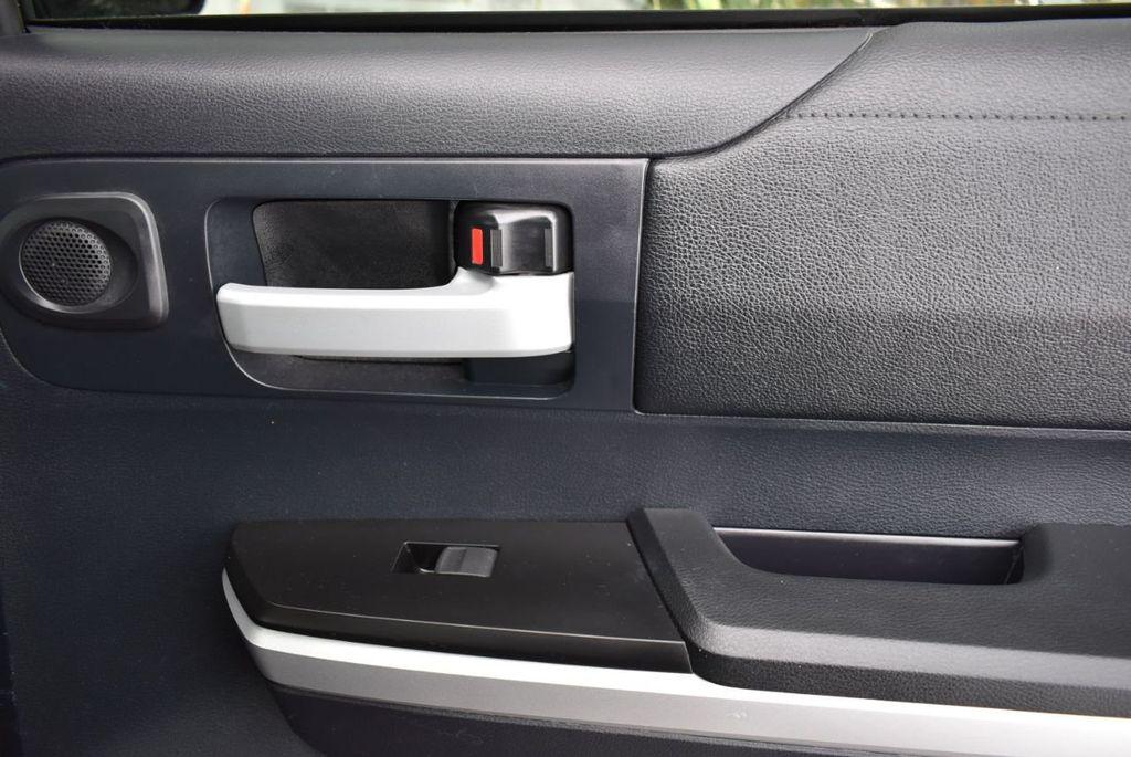 2016 Toyota Tundra SR5 CrewMax 5.7L V8 FFV 6-Speed Automatic - 18689065 - 17