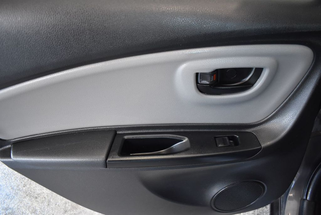 2016 Toyota Yaris 5dr Liftback Automatic L - 18178067 - 12
