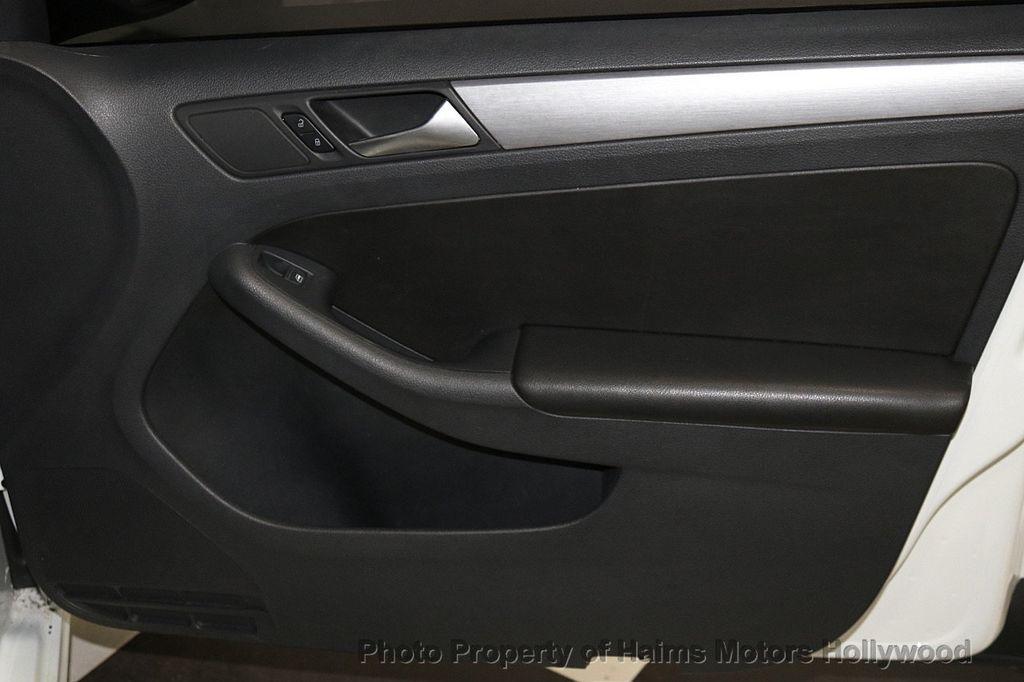2016 Volkswagen Jetta Sedan 1.8T Sport PZEV 4dr Automatic - 17558781 - 13