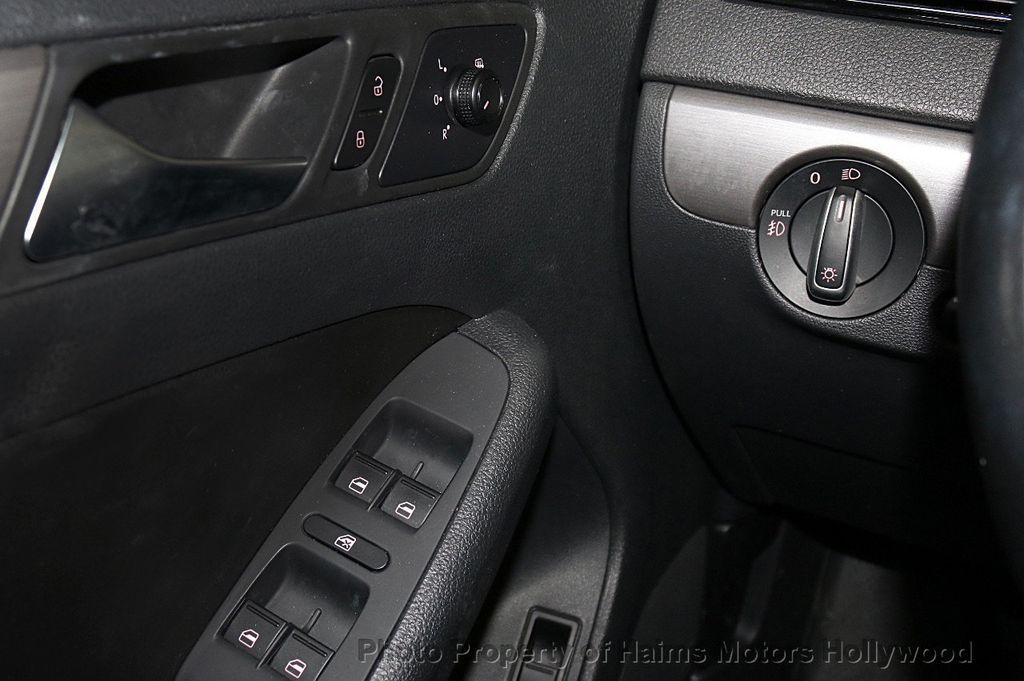 2016 Volkswagen Jetta Sedan 1.8T Sport PZEV 4dr Automatic - 17558781 - 24