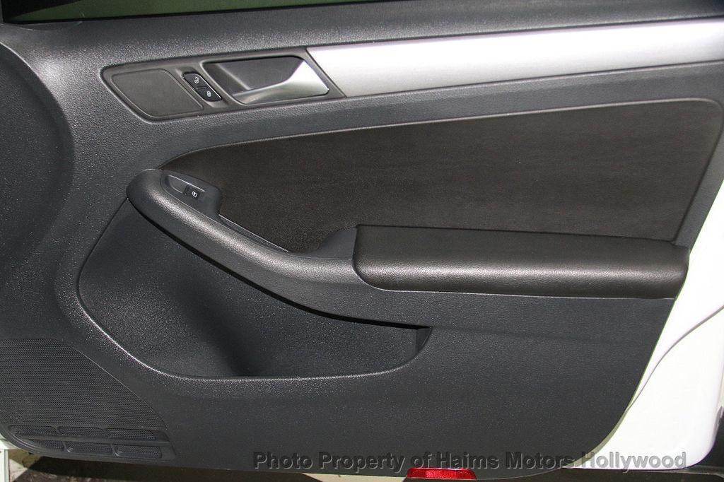 2016 Volkswagen Jetta Sedan 1.8T Sport PZEV 4dr Manual - 17271625 - 13