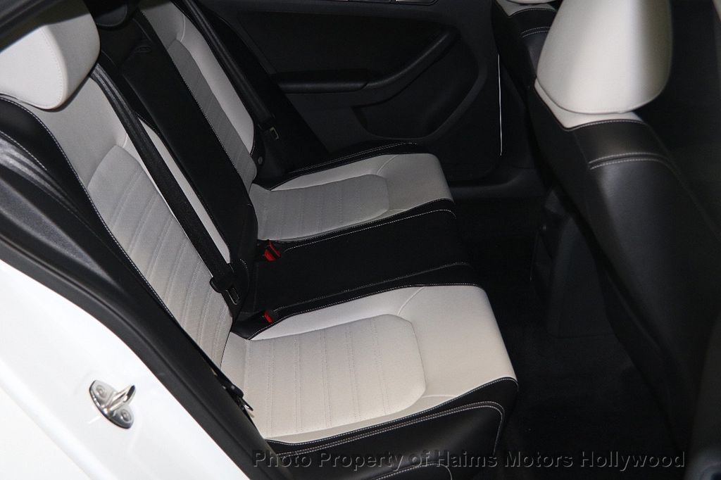 2016 Volkswagen Jetta Sedan 1.8T Sport PZEV 4dr Manual - 17271625 - 15