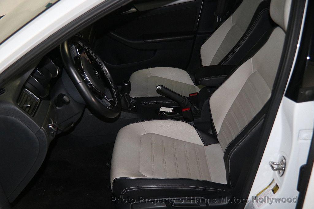 2016 Volkswagen Jetta Sedan 1.8T Sport PZEV 4dr Manual - 17271625 - 17
