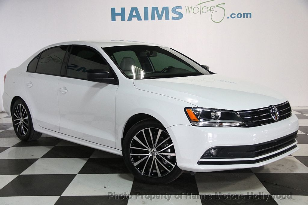 2016 Volkswagen Jetta Sedan 1.8T Sport PZEV 4dr Manual - 17271625 - 3