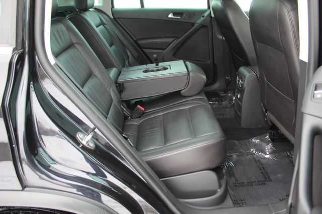 2016 Volkswagen Tiguan SEL NAVIGATION LEATHER MOONROOF - Click to see full-size photo viewer