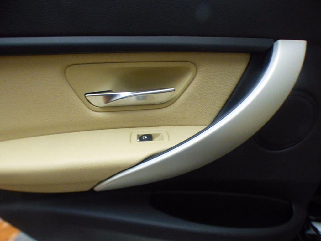 2017 BMW 3 Series 320i xDrive - 16793998 - 15