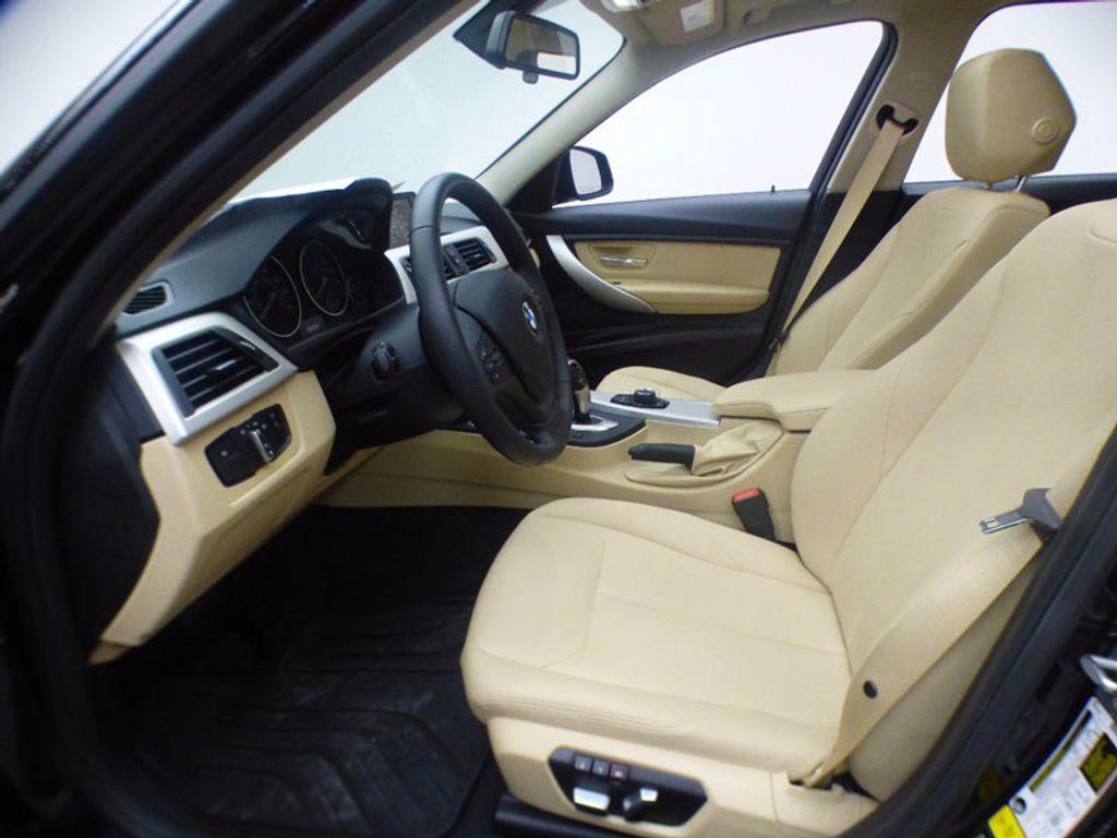 2017 BMW 3 Series 320i xDrive - 16793998 - 7