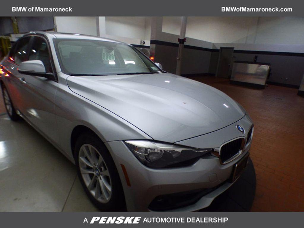 2017 BMW 3 Series 320i xDrive - 16818652 - 0