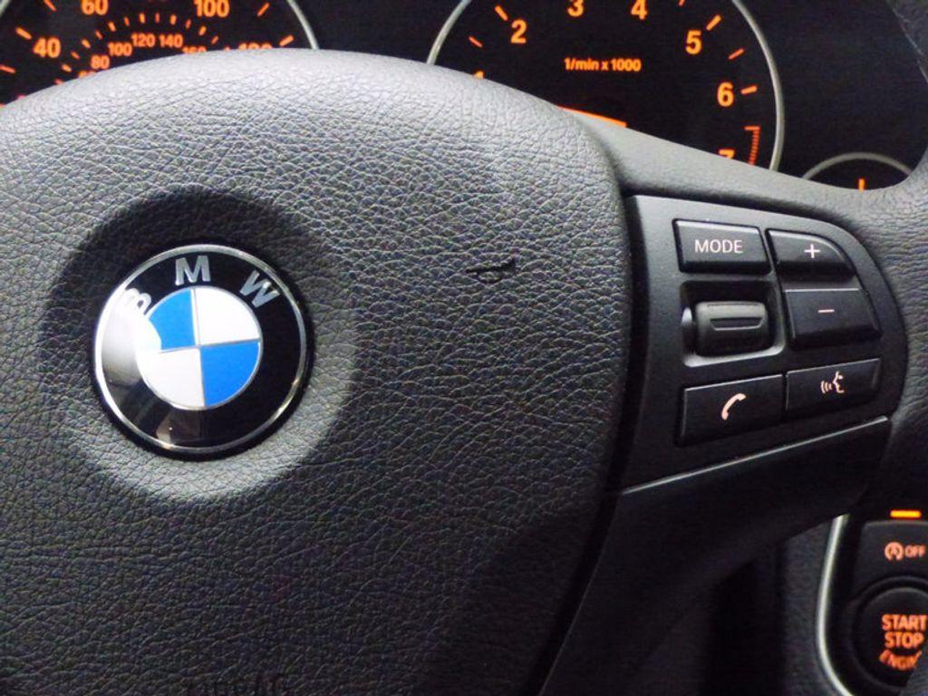 2017 BMW 3 Series 320i xDrive - 16818652 - 11