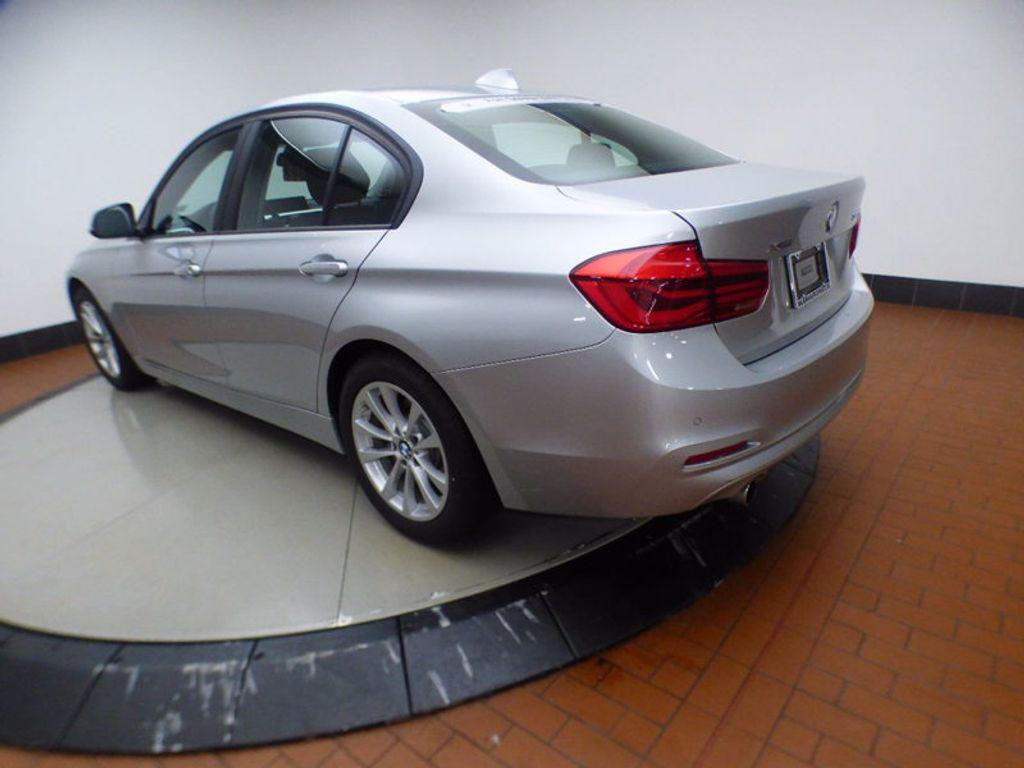 2017 BMW 3 Series 320i xDrive - 16818652 - 3