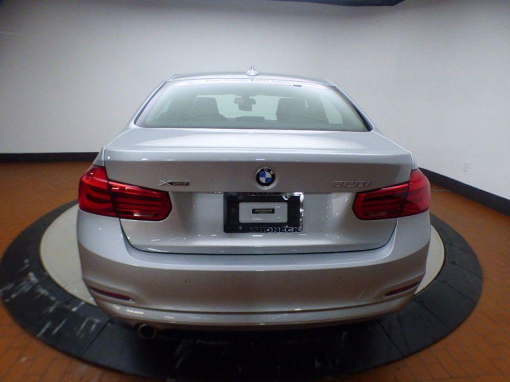2017 BMW 3 Series 320i xDrive - 16818652 - 4
