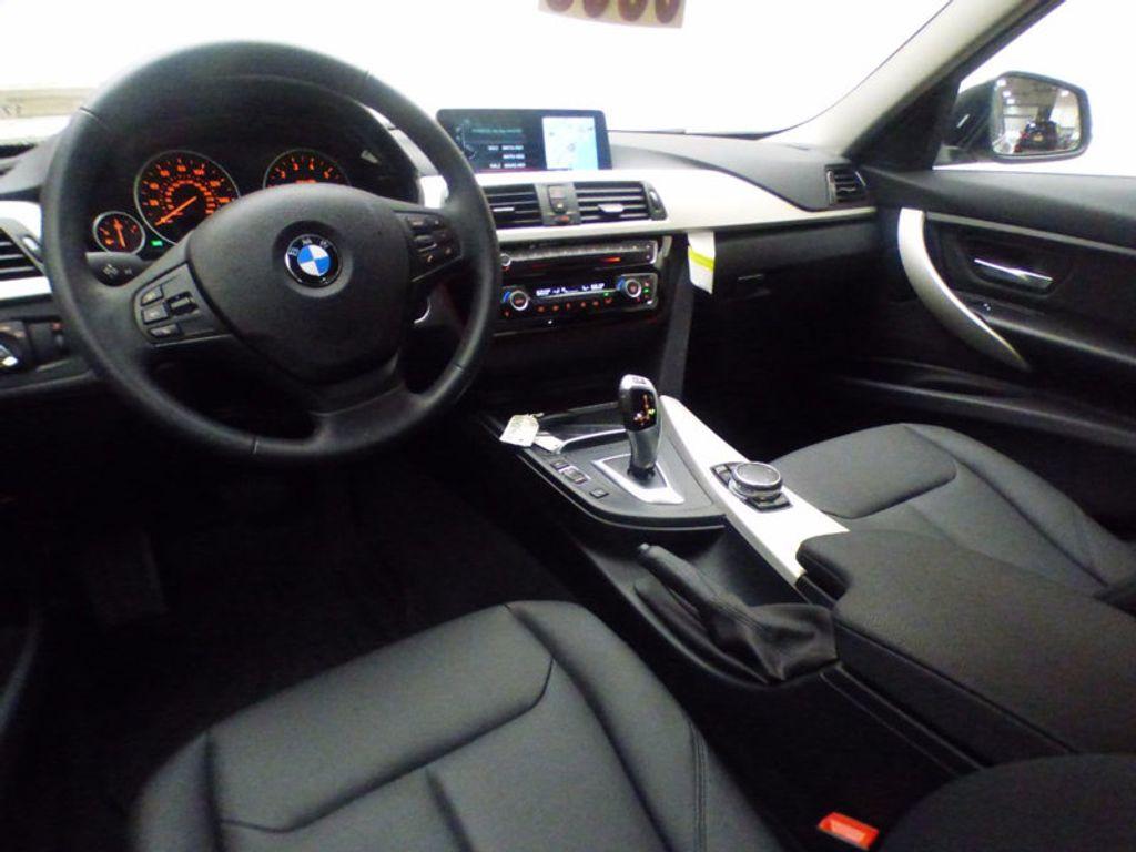 2017 BMW 3 Series 320i xDrive - 16818652 - 5