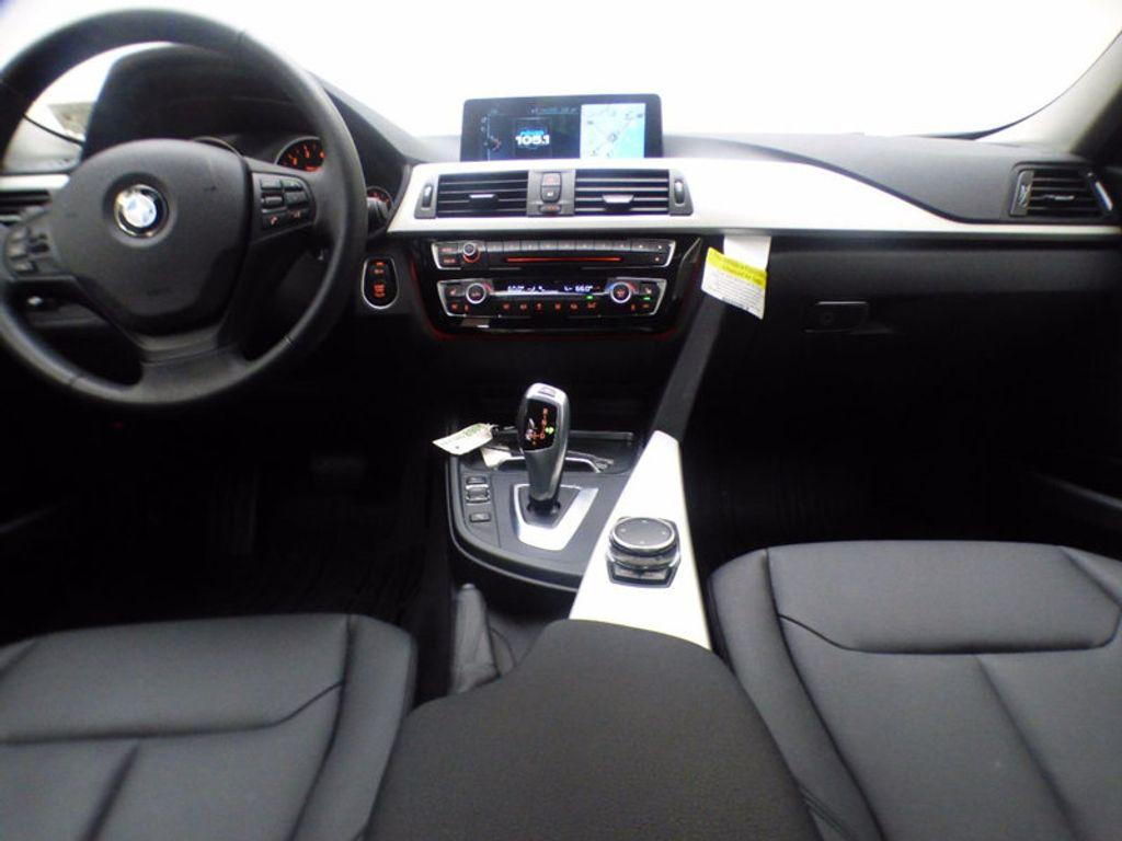 2017 BMW 3 Series 320i xDrive - 16818652 - 6
