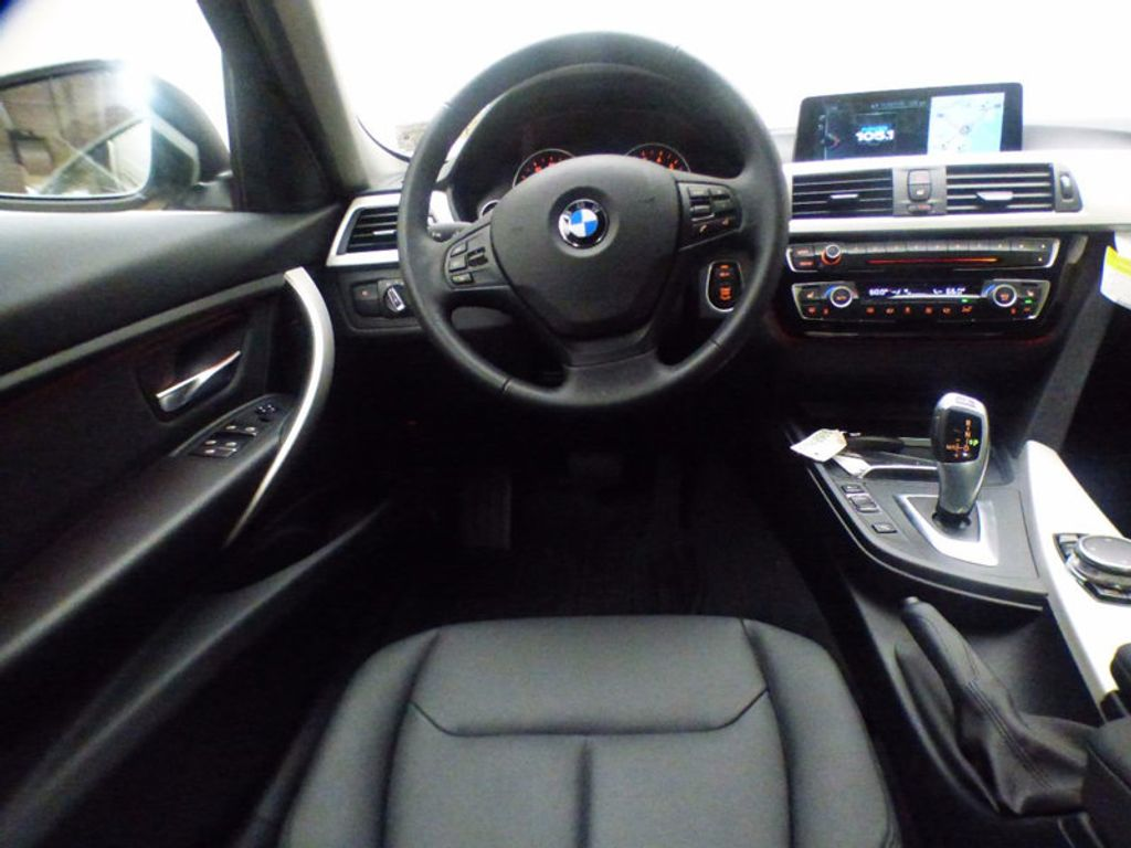 2017 BMW 3 Series 320i xDrive - 16818652 - 8