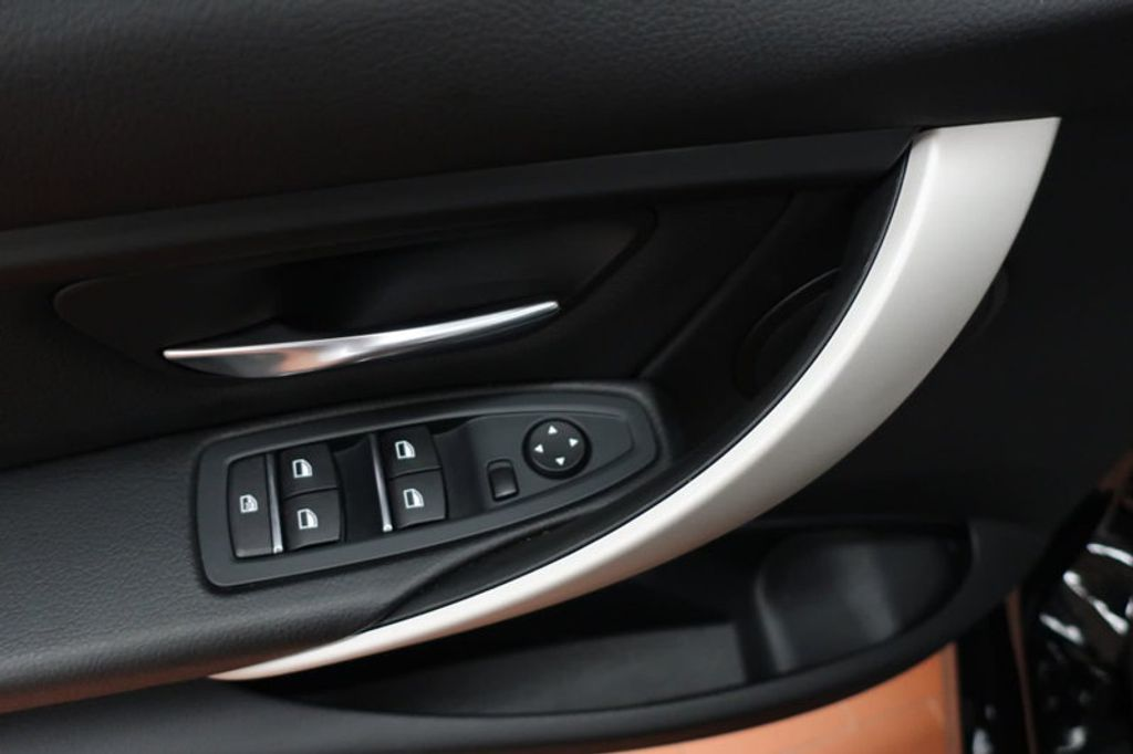 2017 BMW 3 Series 320i xDrive - 16704751 - 9