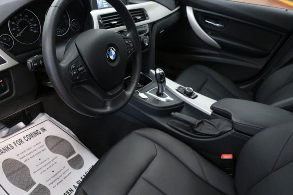 2017 BMW 3 Series 320i xDrive - 16704751 - 10