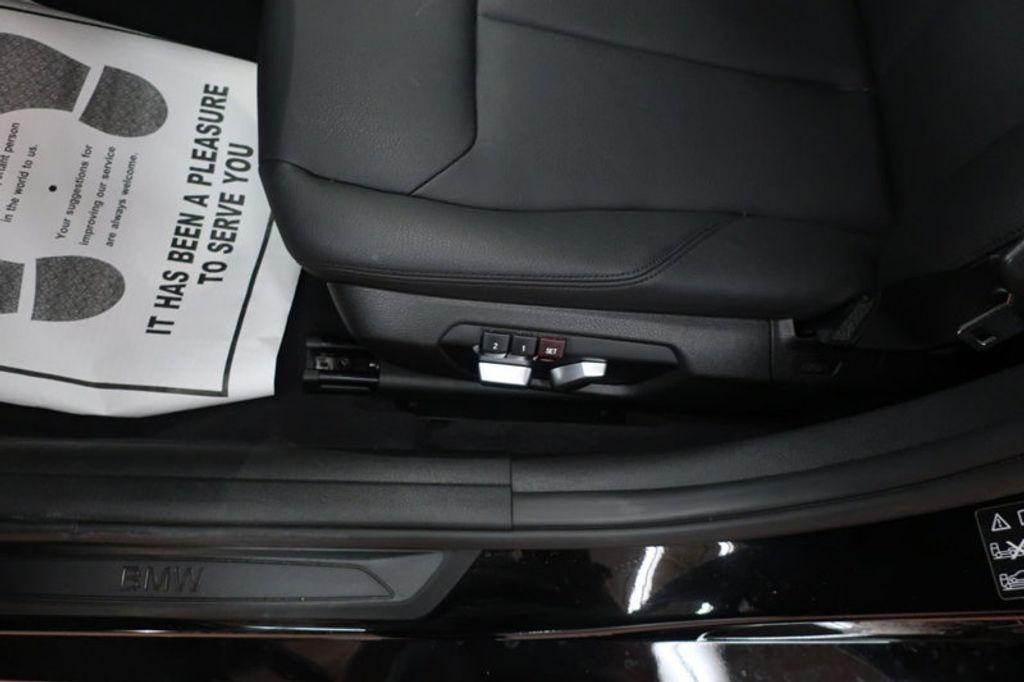 2017 BMW 3 Series 320i xDrive - 16704751 - 12