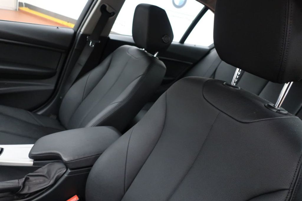 2017 BMW 3 Series 320i xDrive - 16704751 - 14