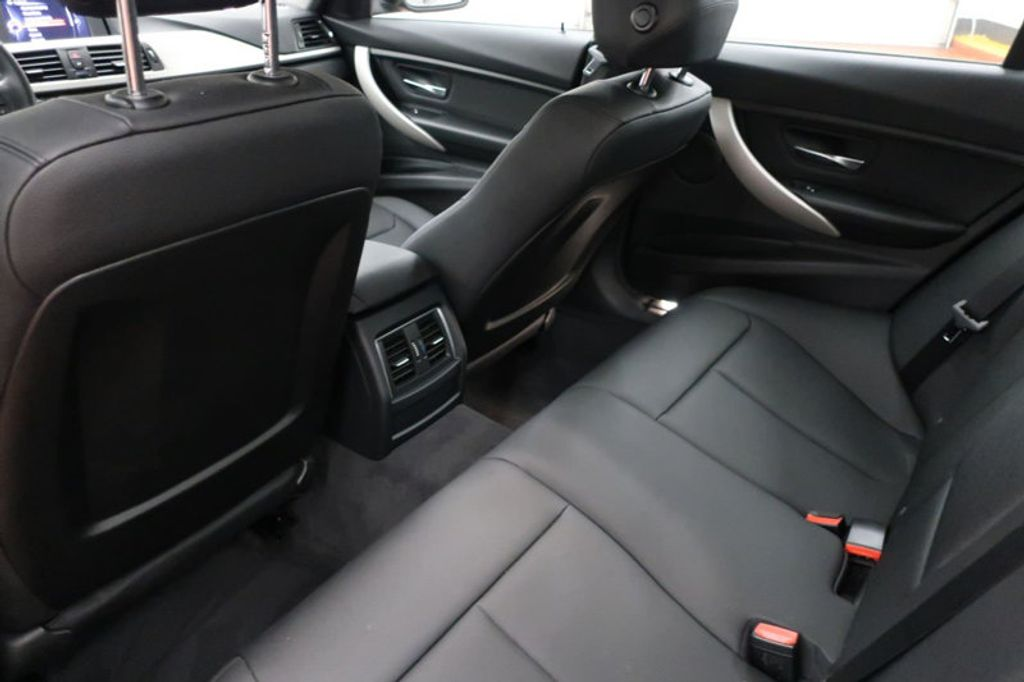 2017 BMW 3 Series 320i xDrive - 16704751 - 19