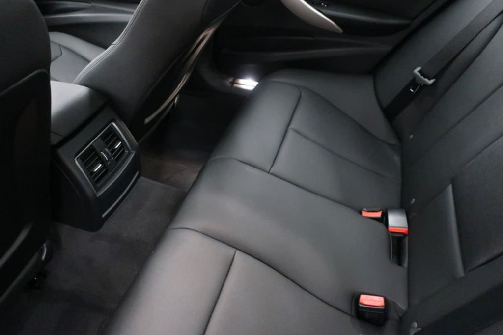 2017 BMW 3 Series 320i xDrive - 16704751 - 20