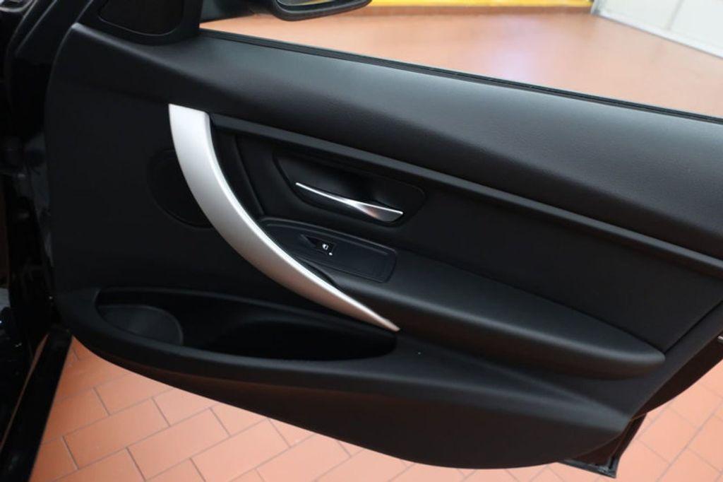 2017 BMW 3 Series 320i xDrive - 16704751 - 24