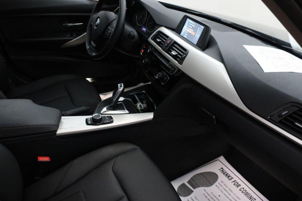 2017 BMW 3 Series 320i xDrive - 16704751 - 26