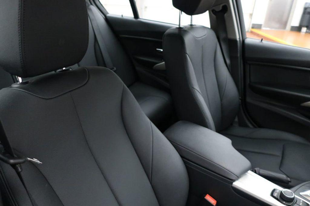 2017 BMW 3 Series 320i xDrive - 16704751 - 27