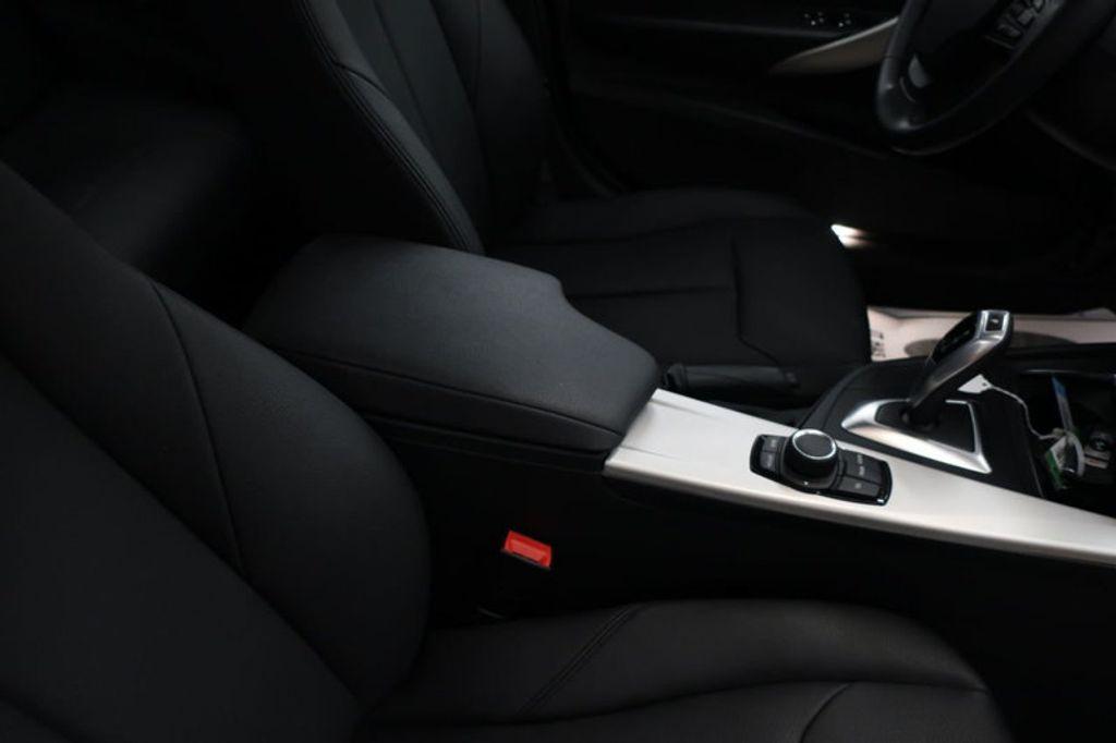 2017 BMW 3 Series 320i xDrive - 16704751 - 29
