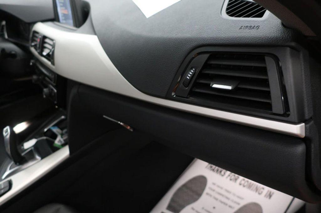 2017 BMW 3 Series 320i xDrive - 16704751 - 31