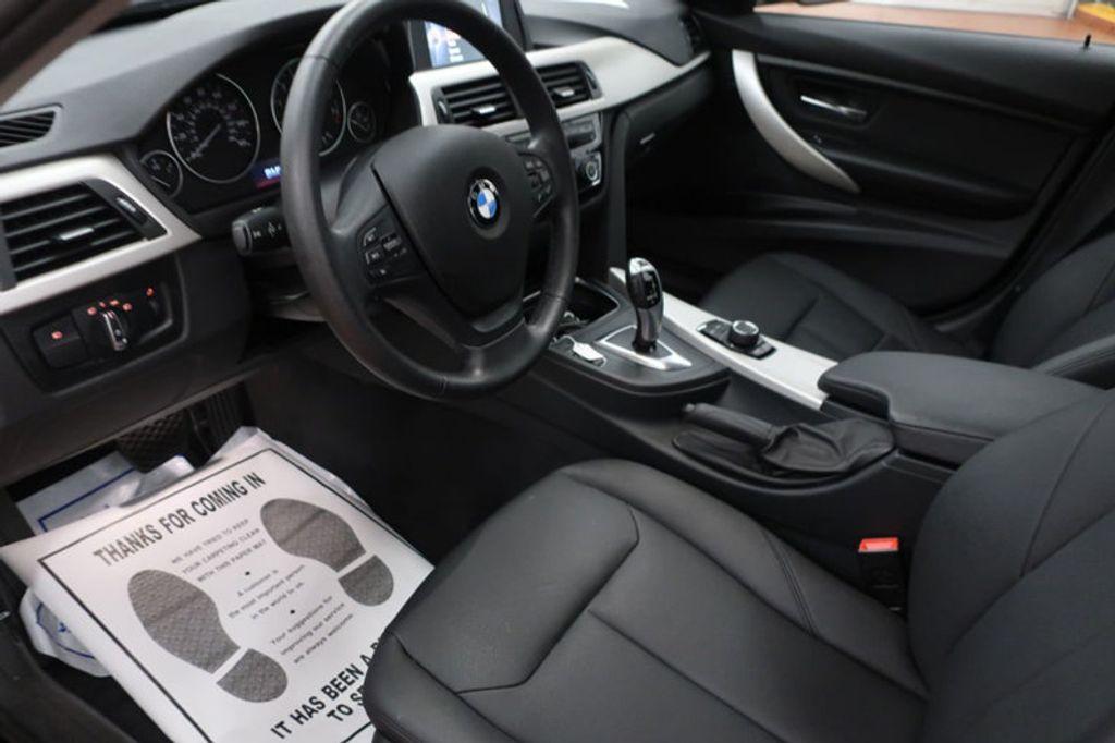 2017 BMW 3 Series 320i xDrive - 16704751 - 32