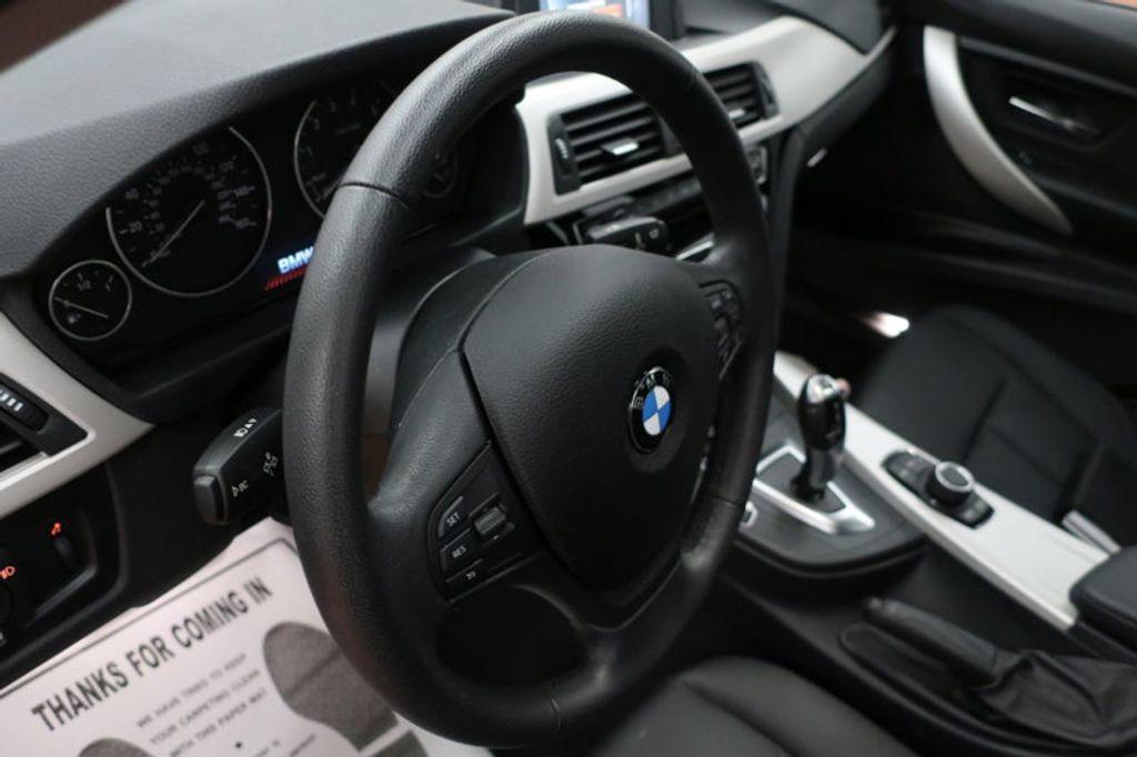 2017 BMW 3 Series 320i xDrive - 16704751 - 33