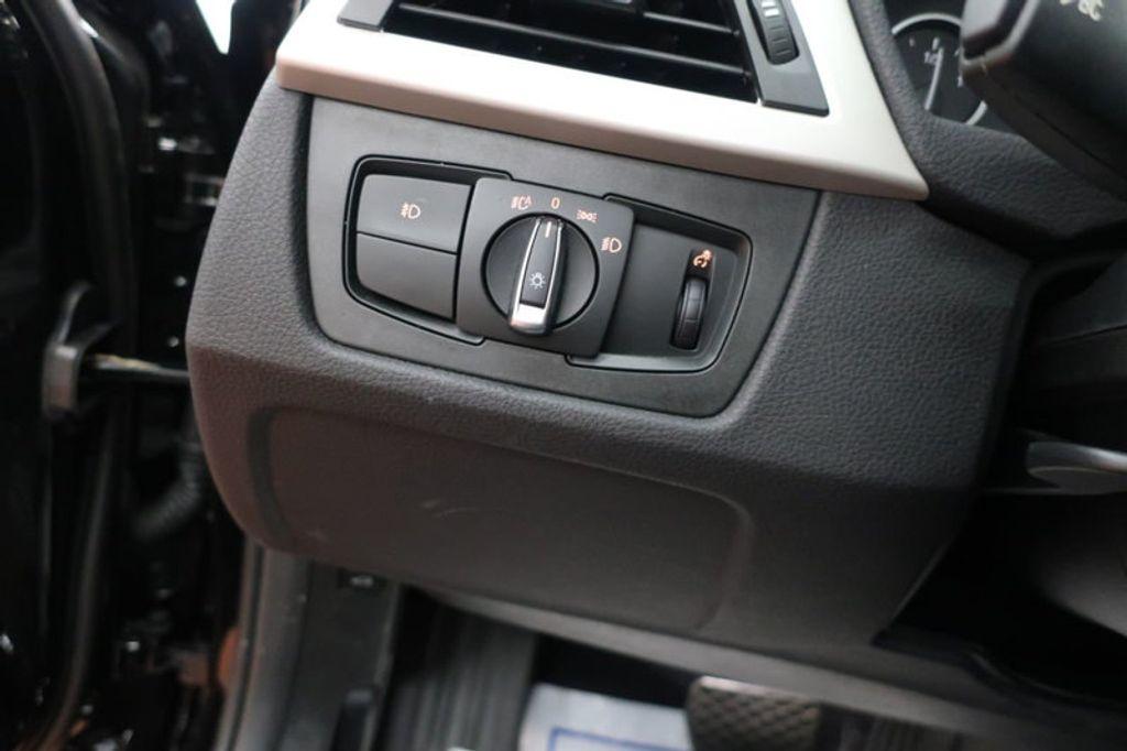 2017 BMW 3 Series 320i xDrive - 16704751 - 34