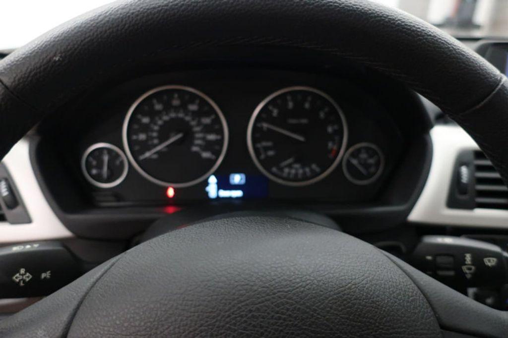 2017 BMW 3 Series 320i xDrive - 16704751 - 38