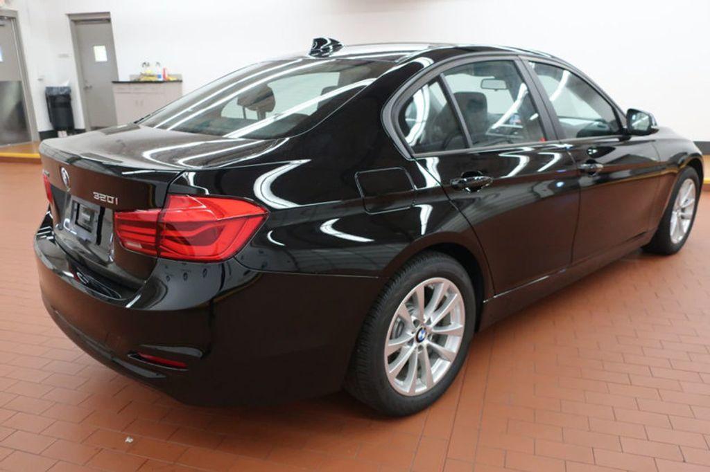 2017 BMW 3 Series 320i xDrive - 16704751 - 3