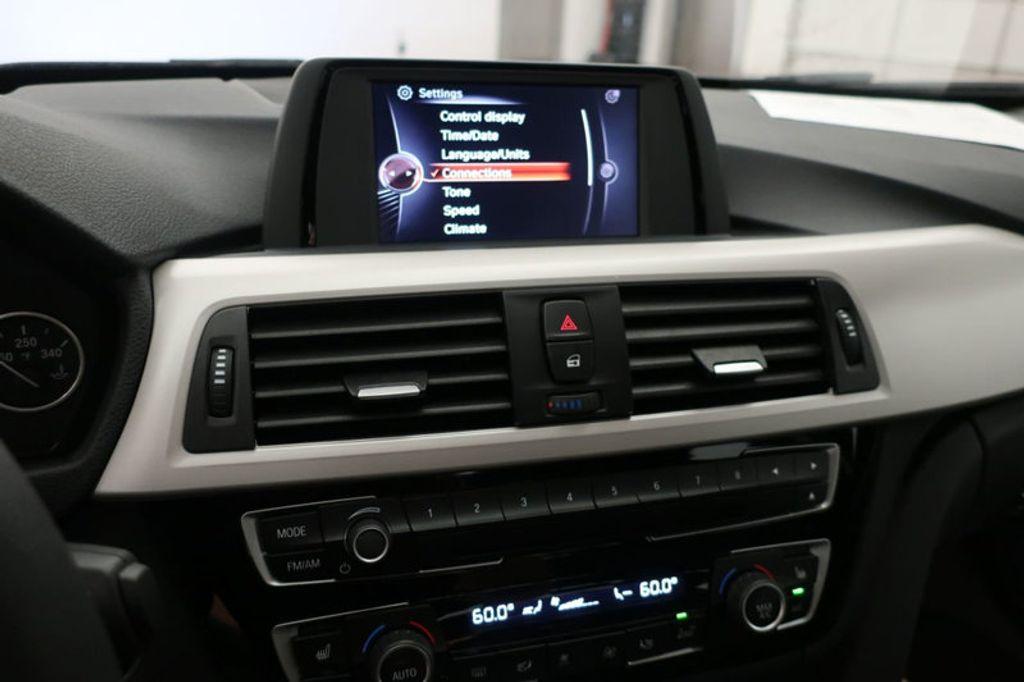 2017 BMW 3 Series 320i xDrive - 16704751 - 39